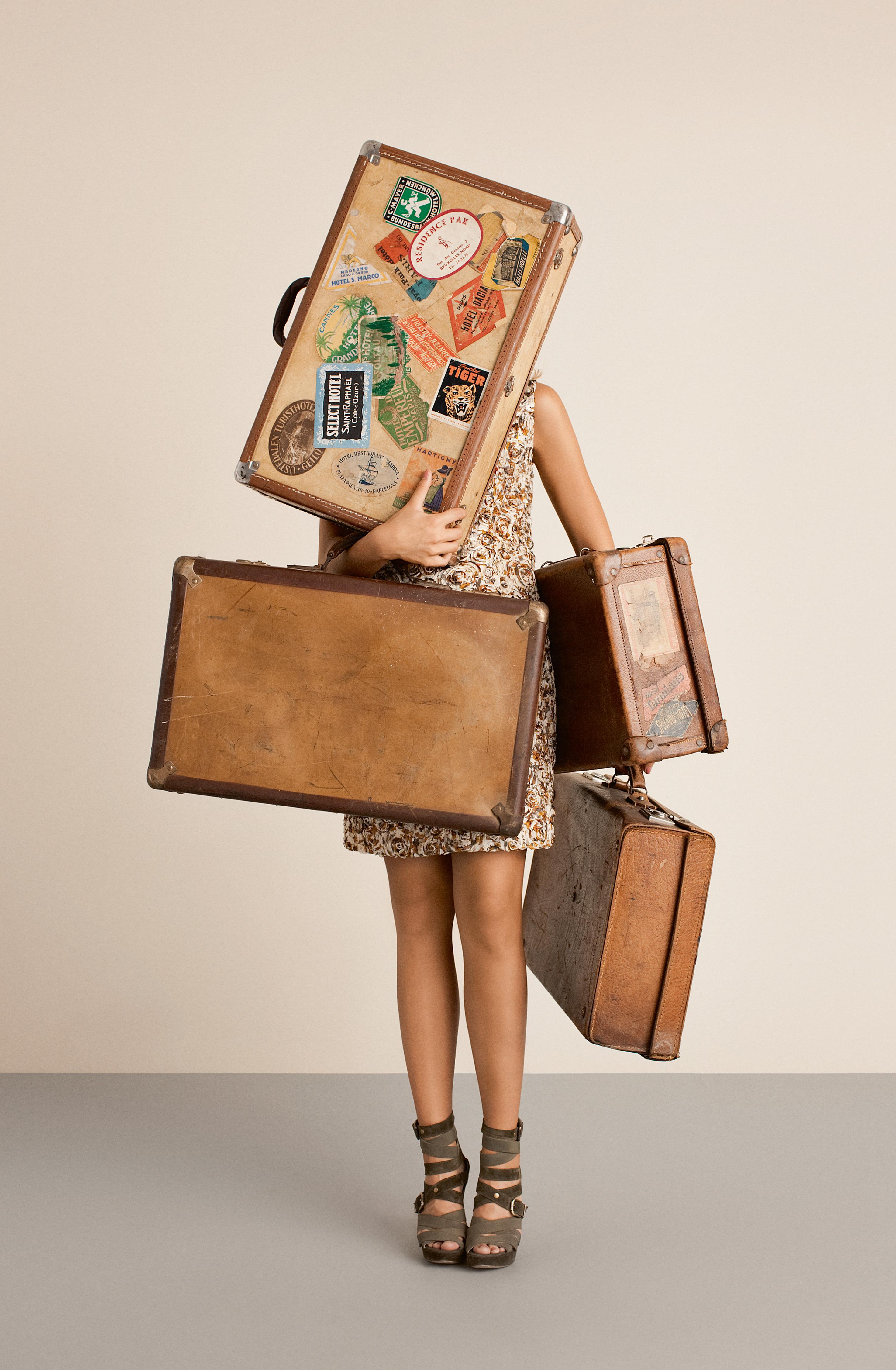 http://gizmolina.com/wp-content/uploads/2011/02/Suitcase-girl.jpg